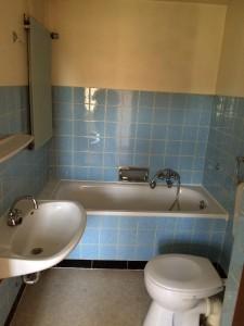 Das kleine Badezimmer im oberen Stockwerk wird von uns komplett umgebaut.